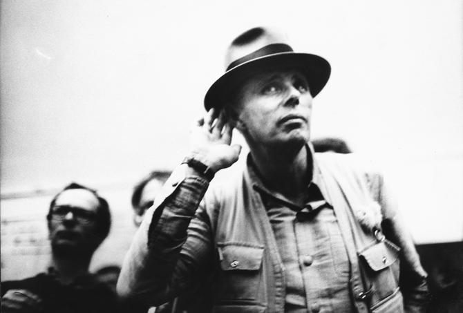 Beuys, Horchen, � zeroonefilm_UteKlophaus